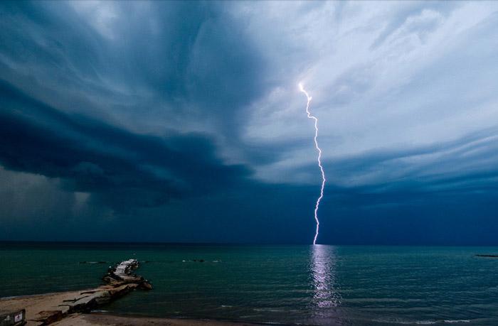 Красивые фотографии природы - Молния в Хантингтон-Бич, штат Огайо